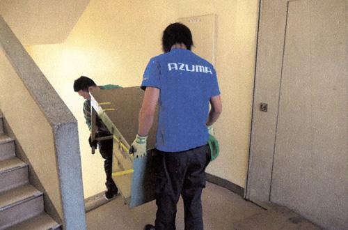 引っ越しのAZUMA オフィスの引っ越し 作業員に移設要領を伝達